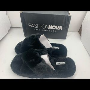 NEW Size 11 Women Day Dreaming Slippers - Black